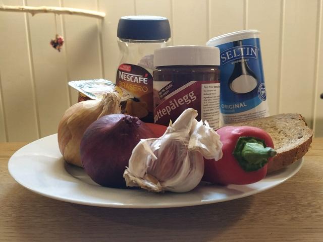 Tallerken med farlige matvarer for hund