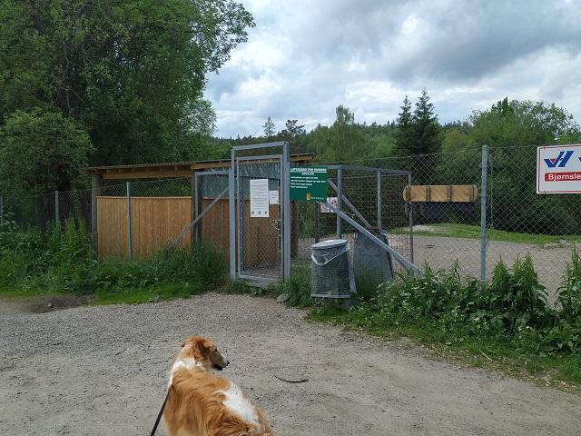 Inngangspartiet til hundeparken på Gulset